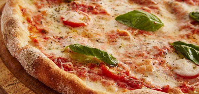 Pizza de espárragos con cebolleta crujiente - Sweetter