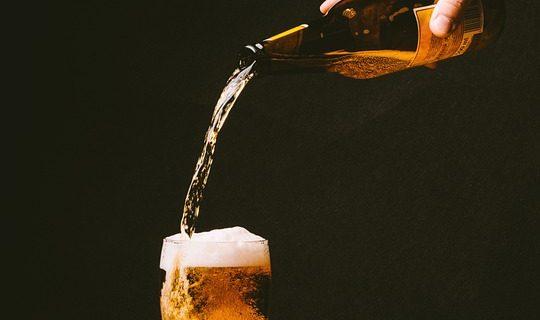 ¿Cómo es mejor tomar una cerveza: en botella, de barril o lata? - Sweetter
