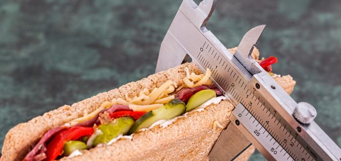 ¿Para perder peso hay que comer menos? - Sweetter