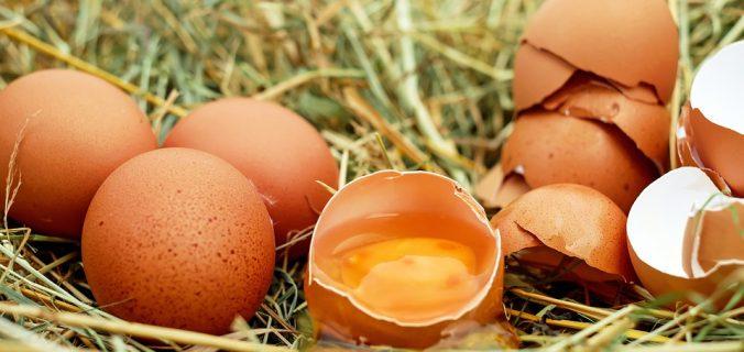 Estos son los riesgos de consumir huevos crudos - Sweetter